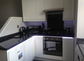 Lucente hi gloss white with black sparkle hi gloss worktop and upstand